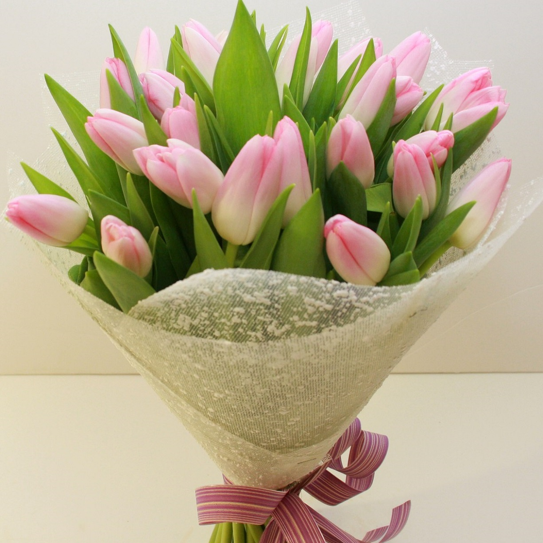 правильно оформление букетов из тюльпанов фото как создает