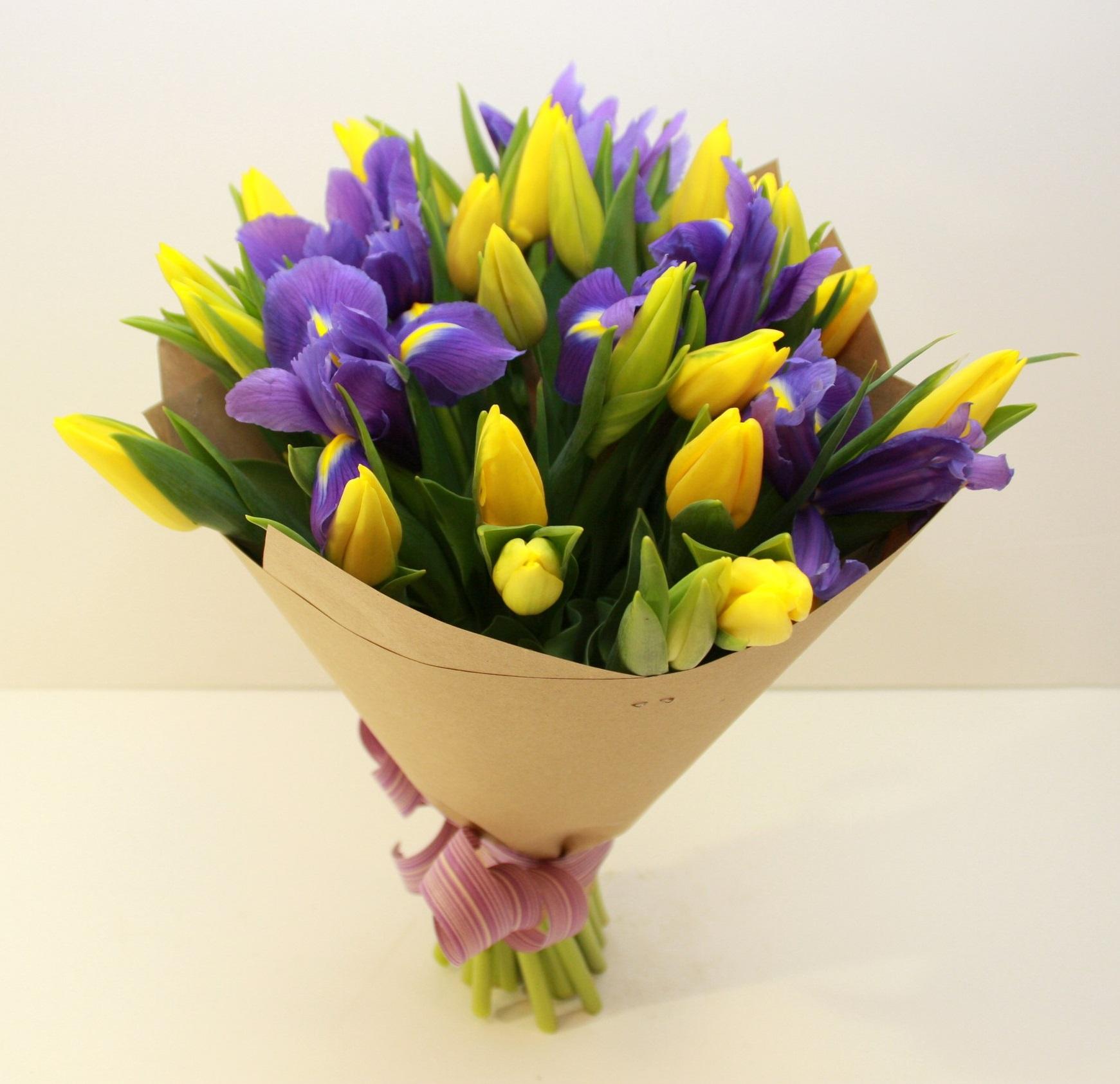 найти букет тюльпанов с ирисами фото это шутка такая