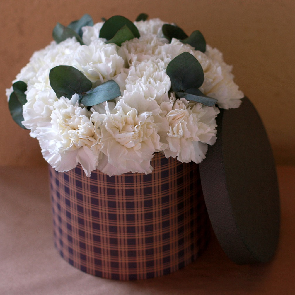 Цветы  в коробке на день рождения